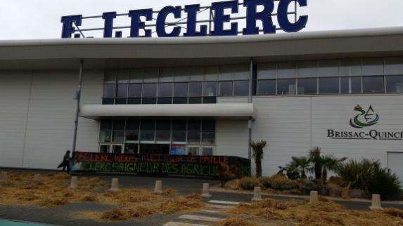 Actions syndicales : plusieurs magasins Leclerc paillés